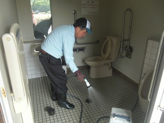 B型トイレ掃除②2017.JPG